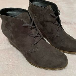 NEW Franco Sarto gray suede wedge ankle boot 8.5